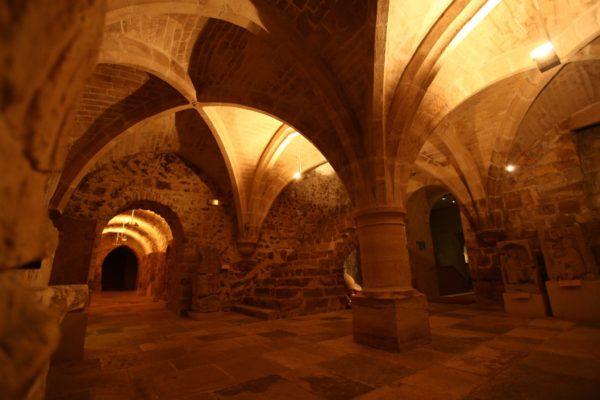 Dans les salles souterraines des Musées de Sens