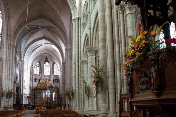 La cathédrale de Sens fleurie pour la Saint-Fiacre