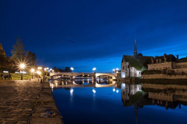 Les bords de l'Yonne et l'église Saint-Maurice à Sens